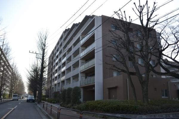 ココスコス東京久米川サクラ街区存在感ある佇まい