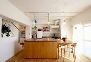 【リノベーション事例】青と白のメゾネットの家