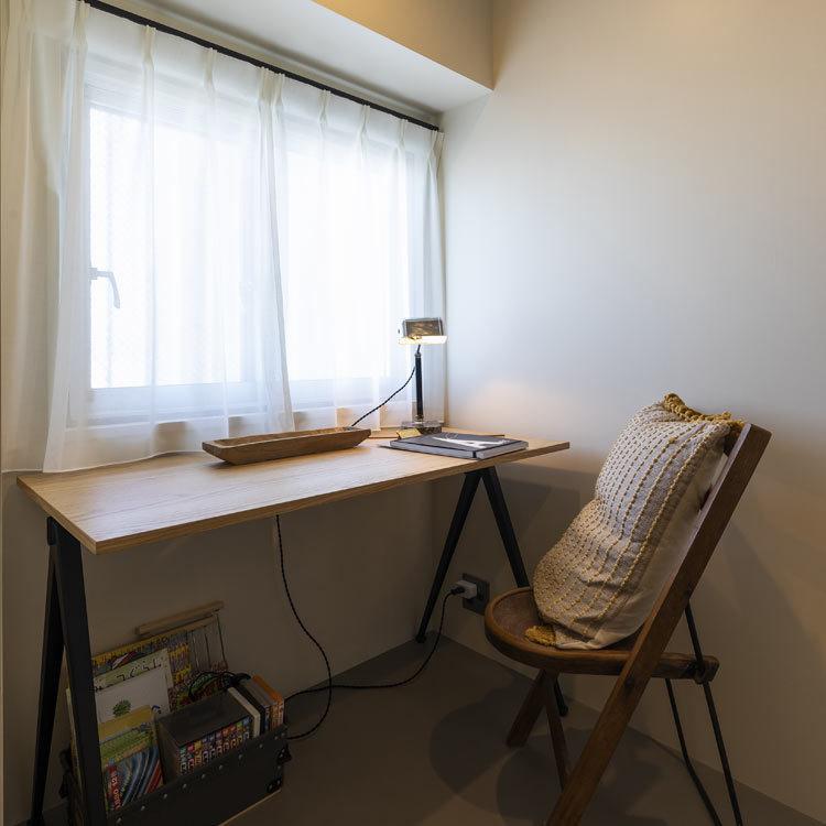 窓のある個室スペースは在宅ワークにも最適